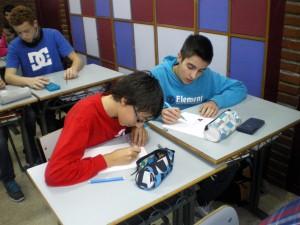 El refuerzo educativo en Begoñazpi también implica al alumnado